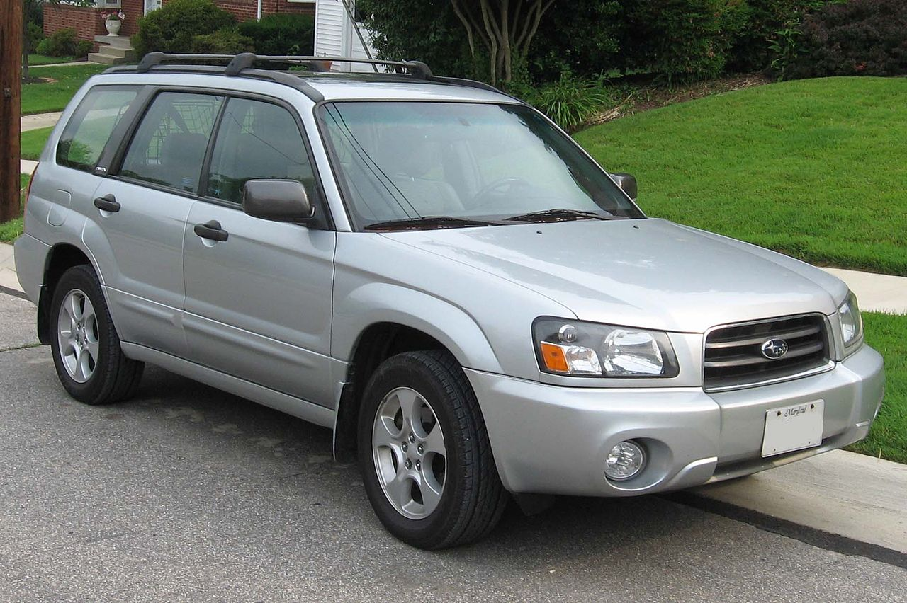 1280px-2003-2005_Subaru_Forester_XS