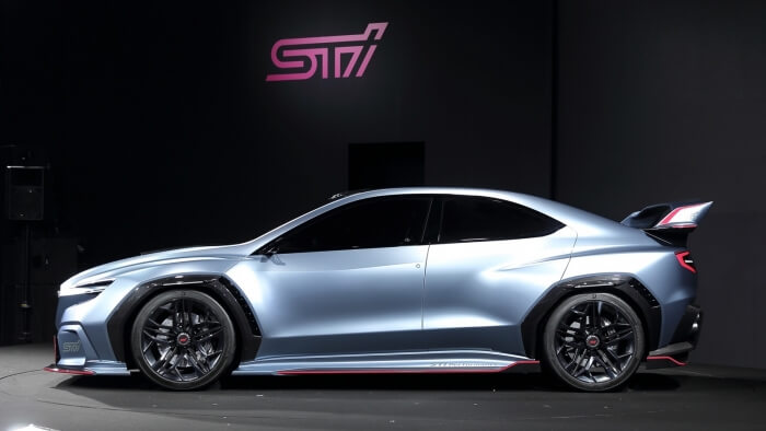 フルモデルチェンジするスバル新型WRX STIのコンセプトと見られる車